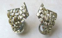 Vintage Coro Climbing Gate Chain Style Clip On Earrings